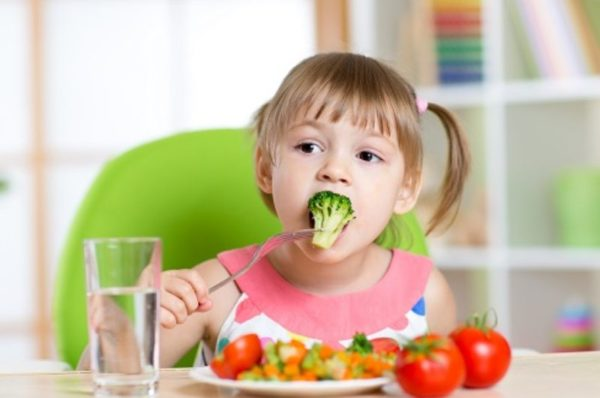 """""""No dessert until you finish your dinner!"""" – Why child psychologists advise against saying this."""